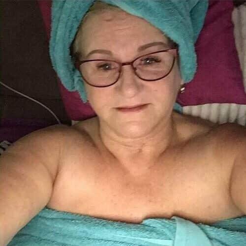 Sie sucht Sex mit reifen Männern